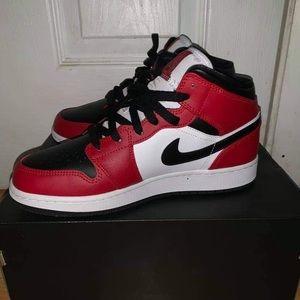 Air Jordan 1 Mid (GS) Chicago